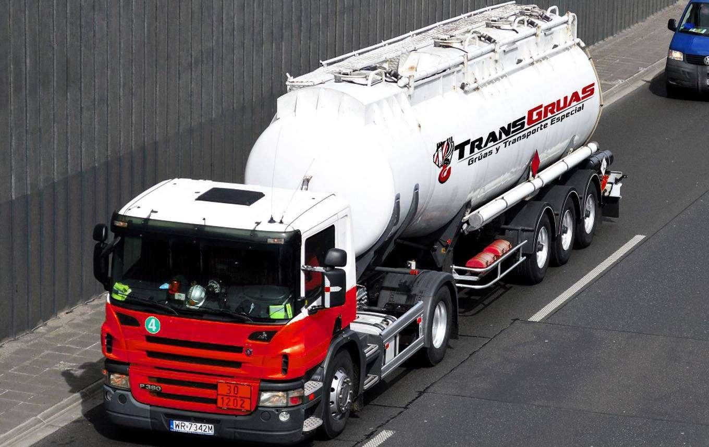 camion-cisterna-transgruas
